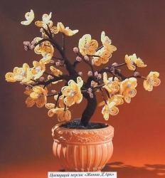Дерево персика сплетенное из бисера