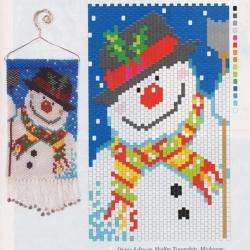 Снеговик сплетенный из бисера.