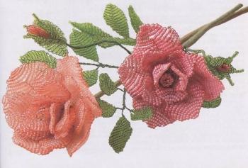 розовые розы сплетенные из бисера