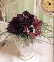 букет цветов анемонов из бисера