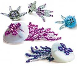 разные медузы из бисера и пуговиц