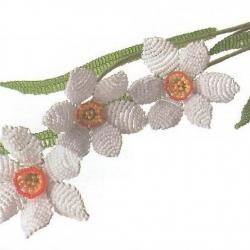 Нарцисс и тюльпан сплетенные из бисера. Красивые цветы изготовленные самостоятельно. Подробное описание работы и схемы.