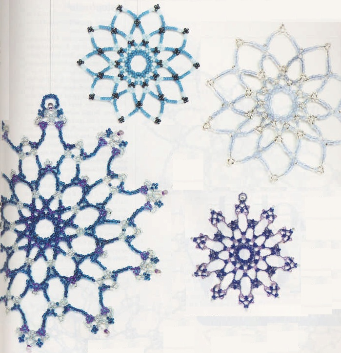 снежинки из бисера.