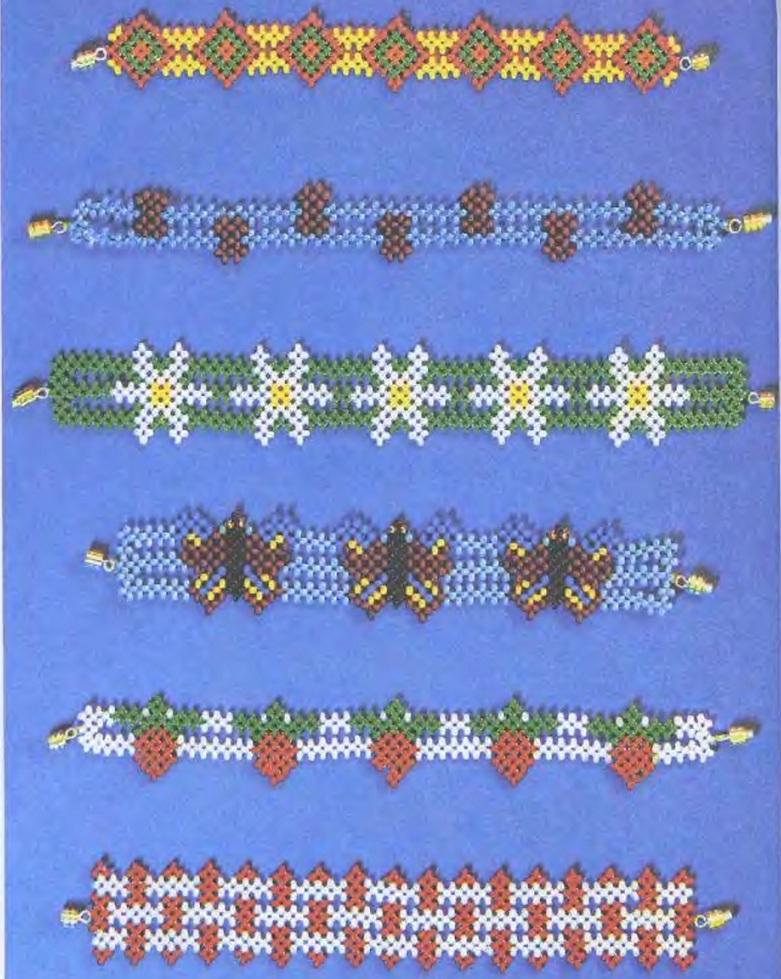 Разнообразные браслеты из бисера с бабочками, ромашками, клубничками и многими другими изображениями.