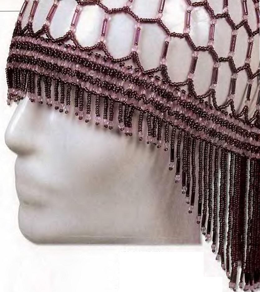 шапочка сплетенная из бисера и
