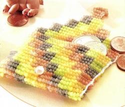 кошелек с квадратиками из бисера
