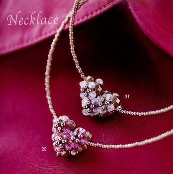 украшение из кристаллов в виде сердечка
