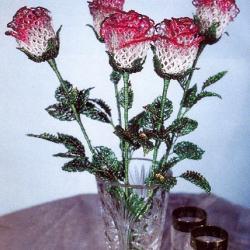 красивый букет роз из бисера