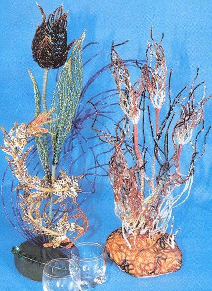 Цветы из бисера.  Цветы в петлевидной технике.  Веточка жарка состоит из цветка, стебелька, четырех листочков...