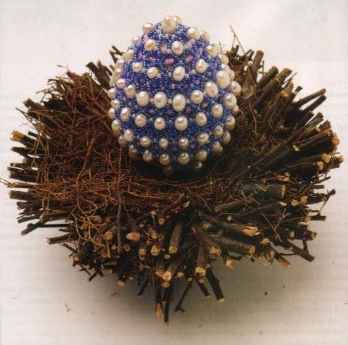 """Бисероплетение - Яйцо в жемчуге и в  """"колечках """".  Просмотров: 35."""