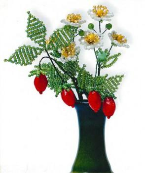цветы и ягоды земляники