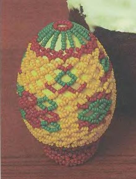 яйцо оплетено бисером