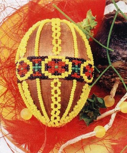 оплетенное яйцо бисером