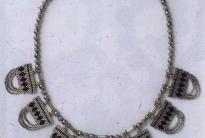 ожерелье из серебренного бисера