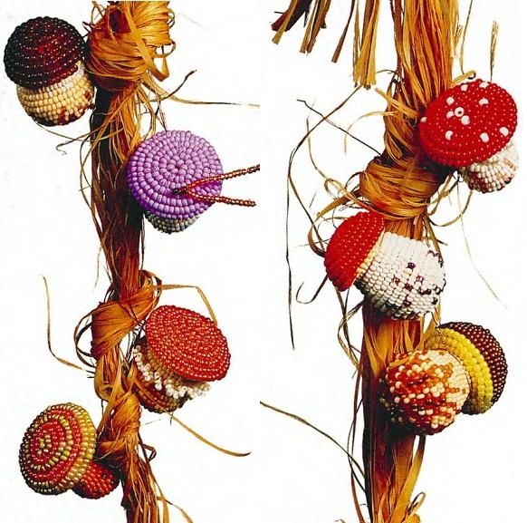 разные грибы из бисера. грибочки из бисера.