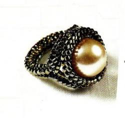 перстень из бисера с жемчужиной
