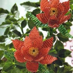 цветы из красного бисера