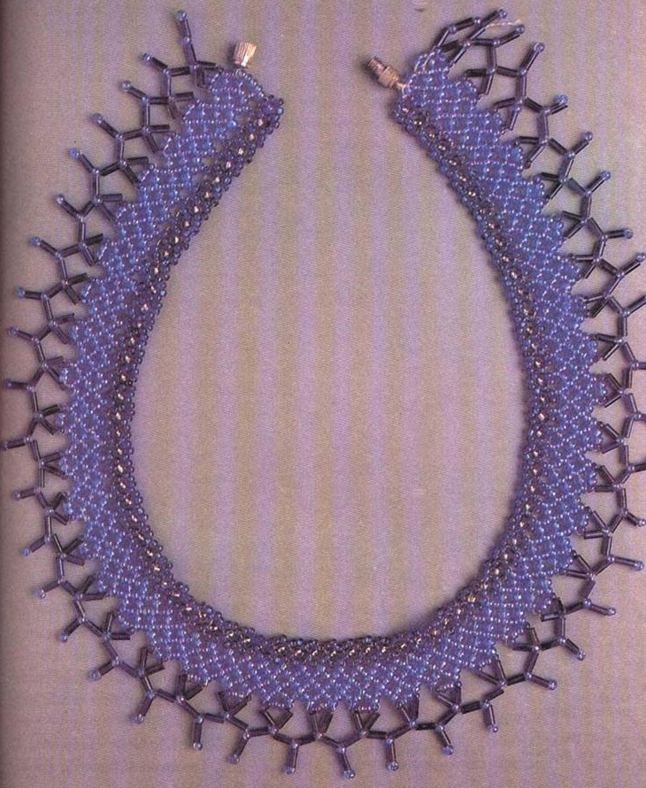 Большинство украшений плетутся по этой схеме.  Сетка может быть выполнена из бисера, стекляруса, из бисера и...