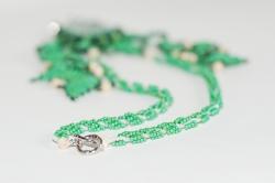 плетем жгут из зеленого бисера