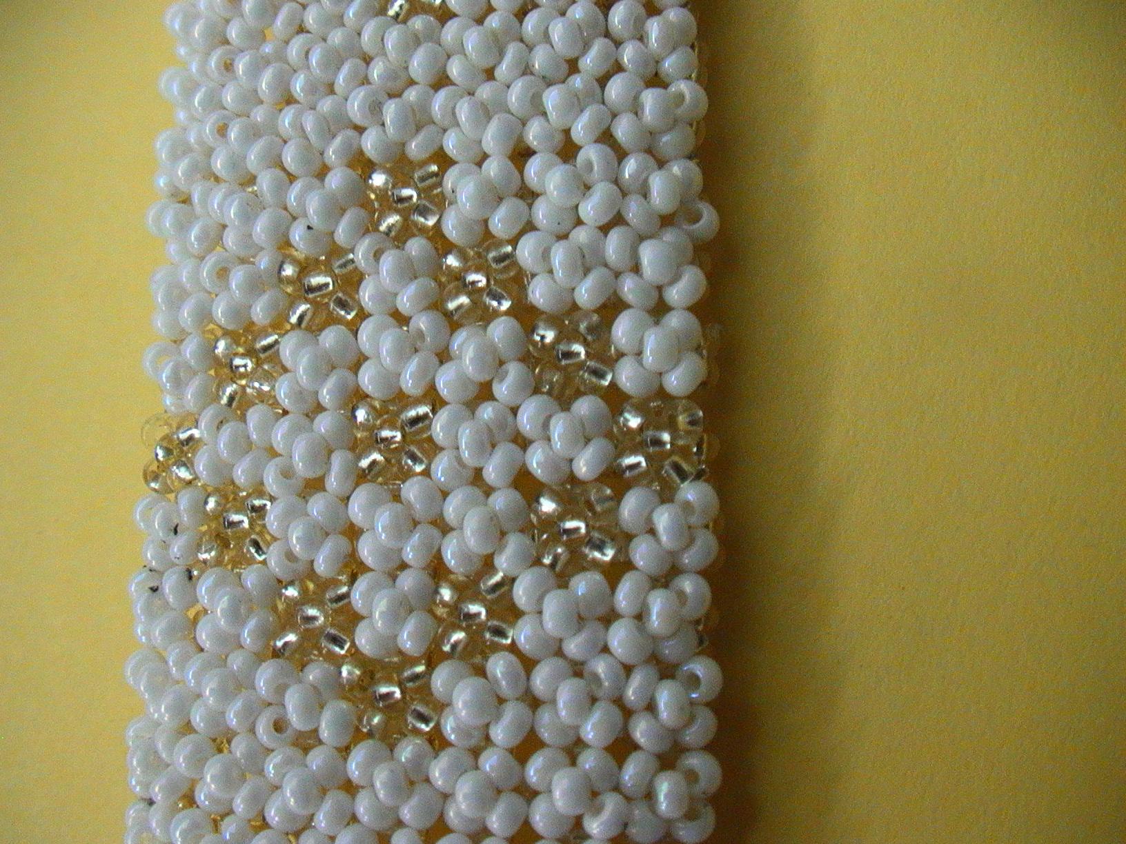 Очень красивый и изящный браслет способен дополнить любой романтический образ современной девушки. .