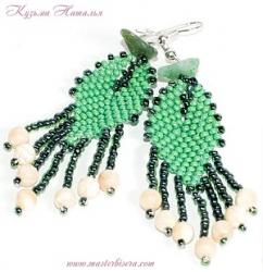 зеленые серьги из бисера