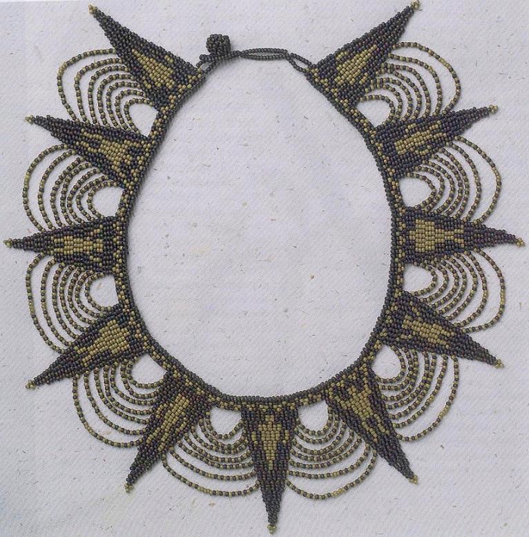 Разложите ожерелье по кругу и