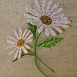 Давайте научимся плести из бисера простые, но очень красивые букетики цветов. Понятные схемы помогут научится.