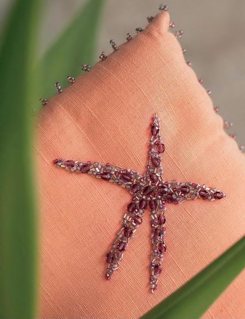 Красивая вышивка подушки с помощью бисера и бусин.  Изображение морской звезды.  Схемы и описания.