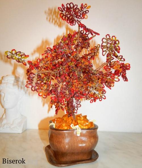 """Красивое дерево в золотистых тонах из бисера  """"рубки """", которое можно сделать своими руками, следуя описаниям."""