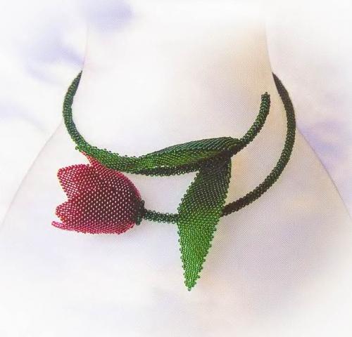 колье в виде тюльпана