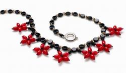 красно-черное украшение