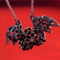 стеклярус...  Необходимый материал для крыльев.  Это красивое сердечко можно украсить парой крылышек.