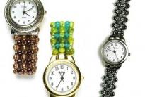 Часы с браслетами из бисера и бусин