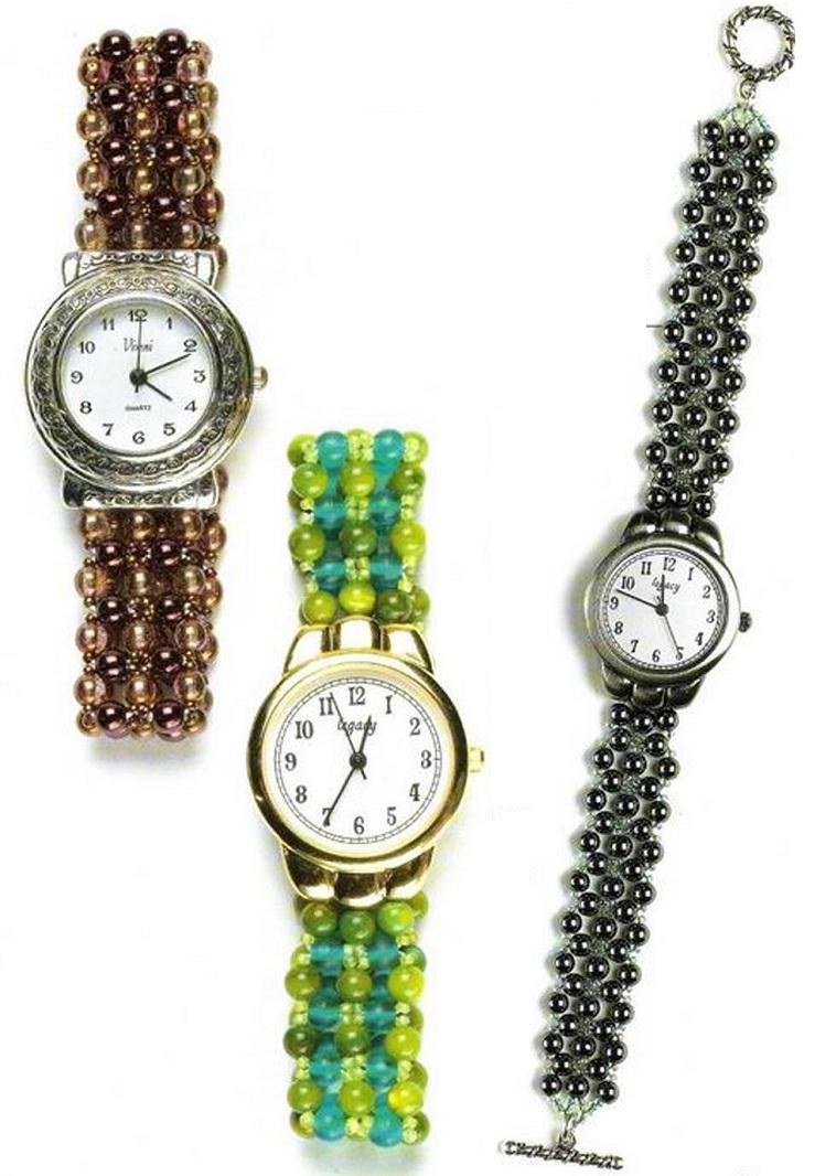 Часы с браслетами из бисера и бусин.