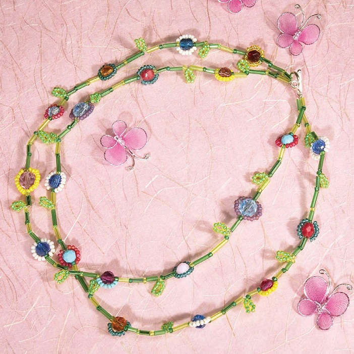 Изготовление украшения.  Это цветущая гирлянда из бисера и бусин, на протяжении всего года будет радовать ваш глаз.