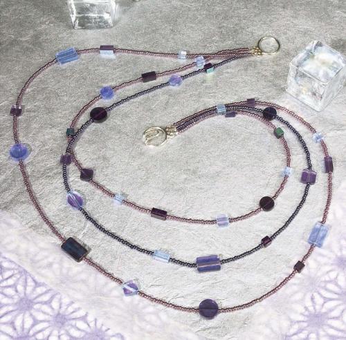 Колье из кристаллов и бисера