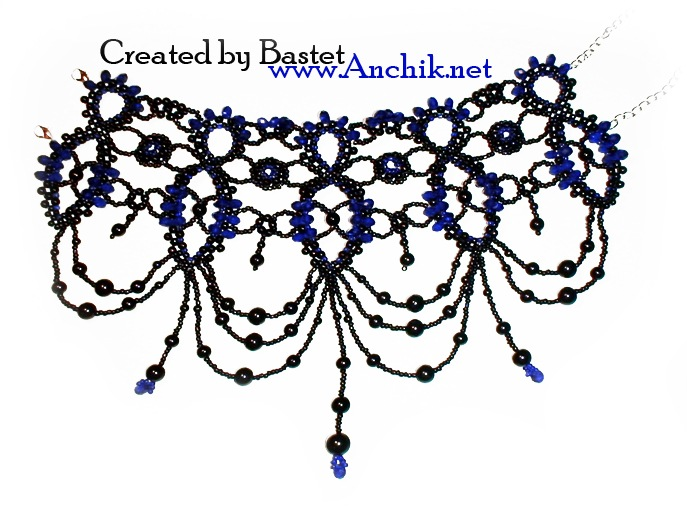 Ожерелье стойка из бусин и