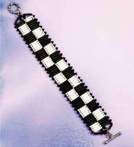 """На нашем сайте для девушек  """"Дамочка """" Вы всегда можете найти новость - схема плетения браслетов из мелкого бисера, с..."""
