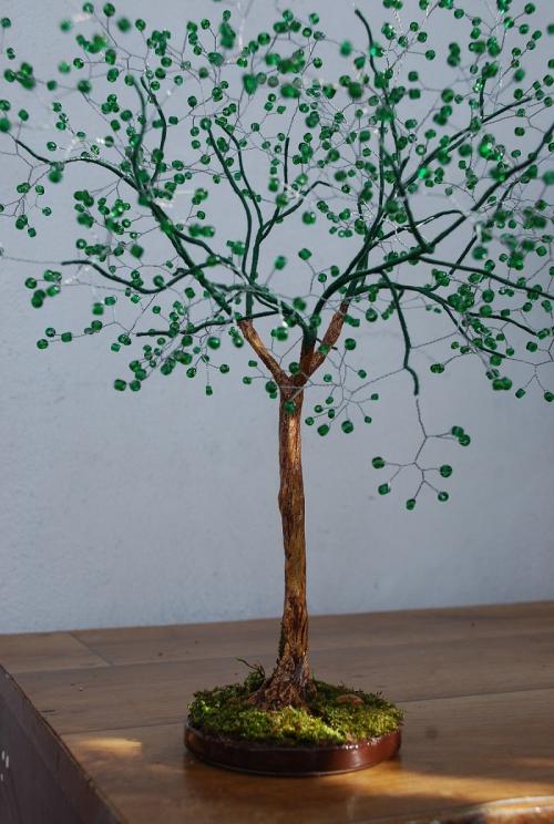 Самодельное дерево из бисера и гипса.