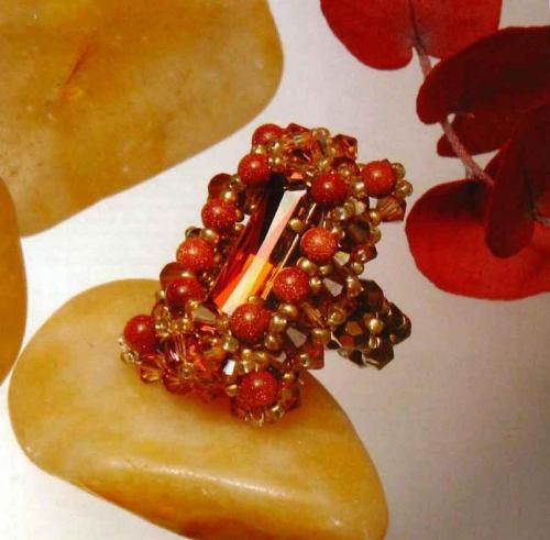 52 медных кристалла-волчка диаметром 4 мм (К4).  10 круглых бусин из солнечного камня диаметром 4 мм (Кр4). бусин.