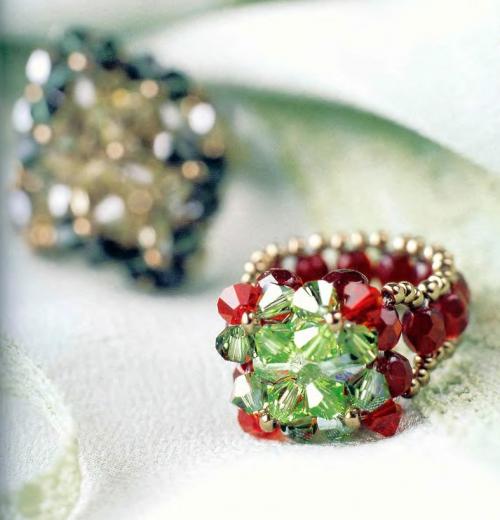 Сочное кольцо из бусин