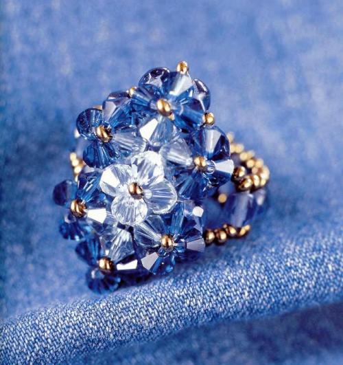 Кольцо из синих кристаллов