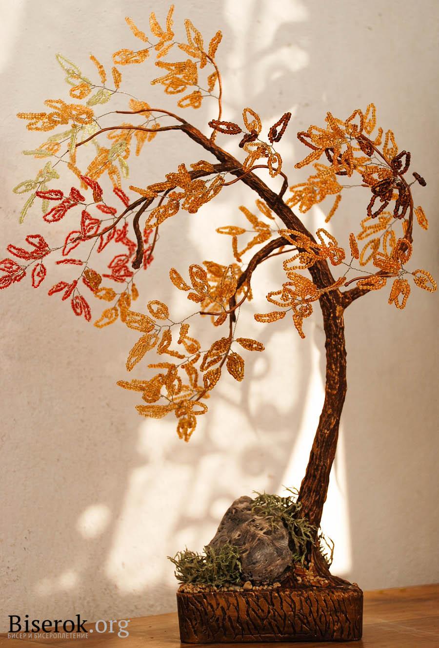 Автор:Гладышева Оксана.  Дерево из бисера.