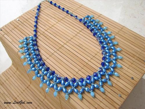 Ожерелье в голубых тонах
