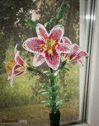 цветок из бисера. лилия из бисера.