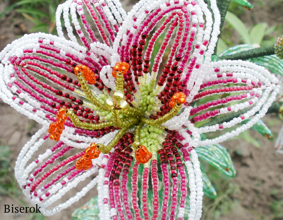 Цветок выполнен в технике