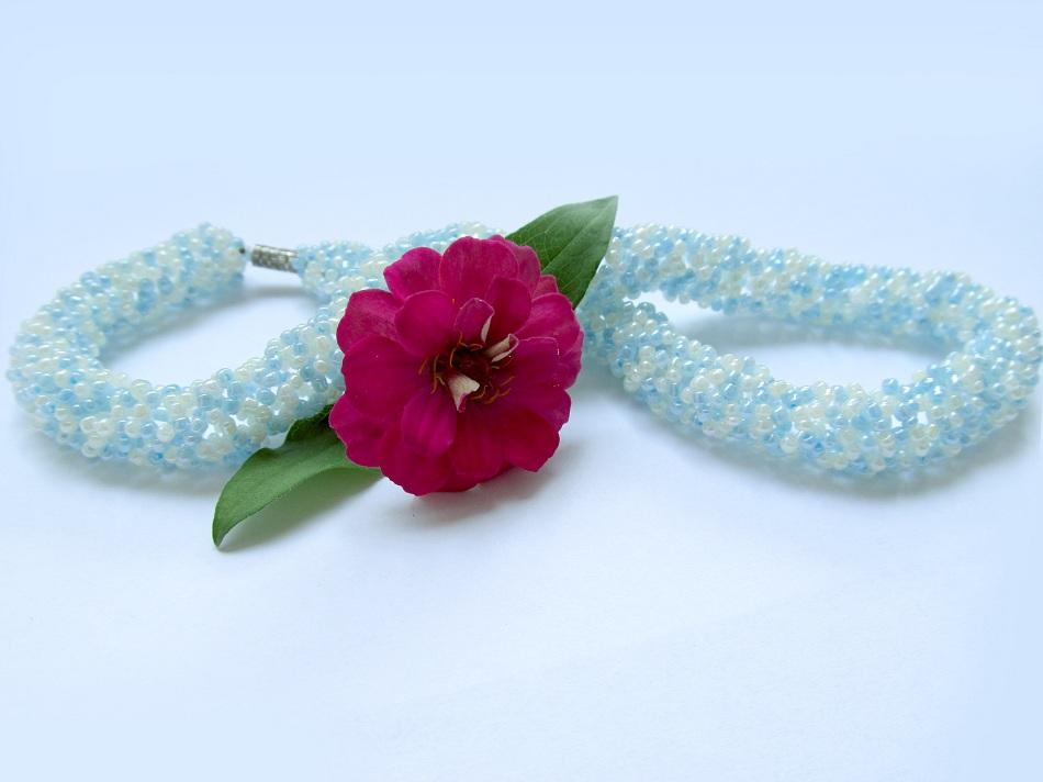Шнур из бисера может служить украшением на шею или запястье.  Шнур внутри получается полым, поэтому для удобства...