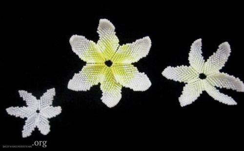 лилия из бисера