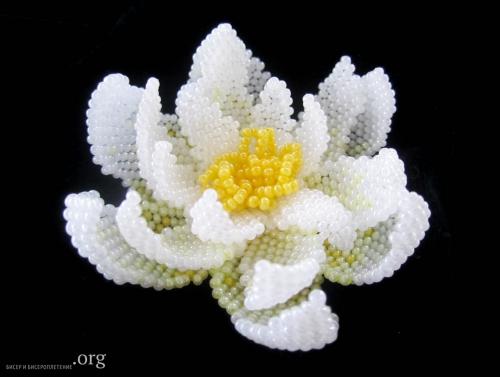 лилия из бисера. белая лилия.