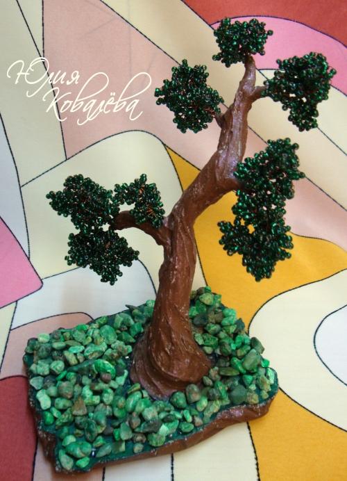 ...это искусство выращивания настоящего дерева в миниатюре, а мы сегодня будим создавать его из бисера.